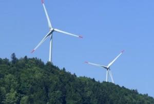 Windräder in Wäldern